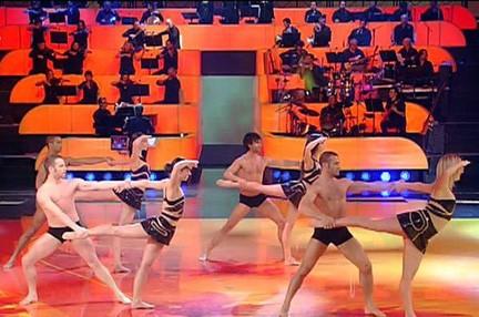 I ballerini professionisti nella sigla del serale di Amici