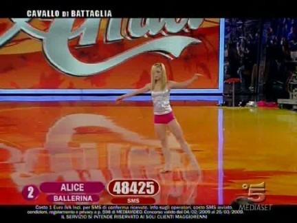 Alice balla in finale