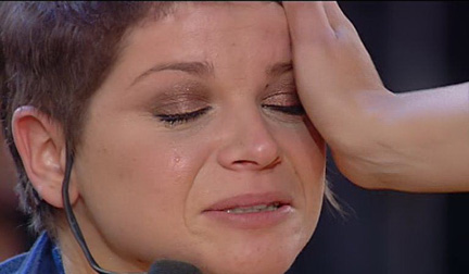 Alessandra Amoroso piange dopo aver raggiunto la finalissima di Amici