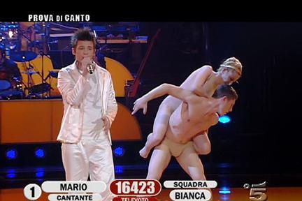 Mario Nunziante canta