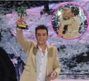 Marco solleva il premio di Sanremo