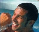 Marco Carta in piscina con il suo manager Alberto Formisano