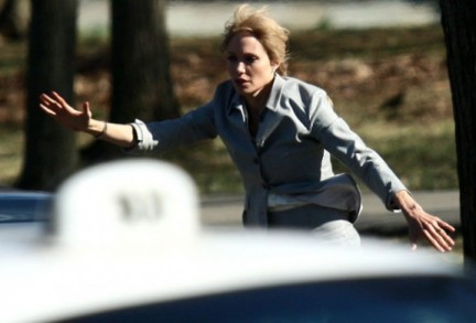 Angelina, brutta e ferita, è l'agente Evelyn Salt