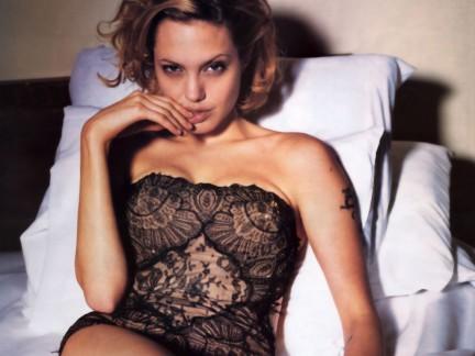Angelina Jolie a letto!