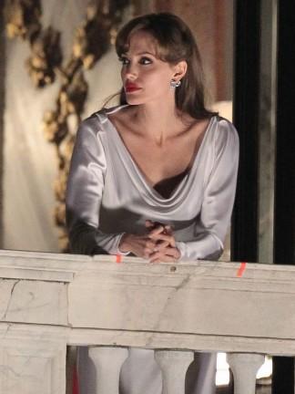Angelina Jolie, le prime foto di The Tourist da Venezia!
