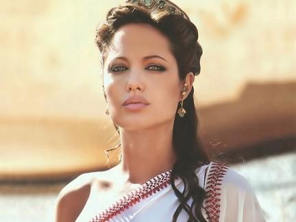 I mille tagli di Angelina Jolie! Mora, bionda, rasta, punk e sensuale.