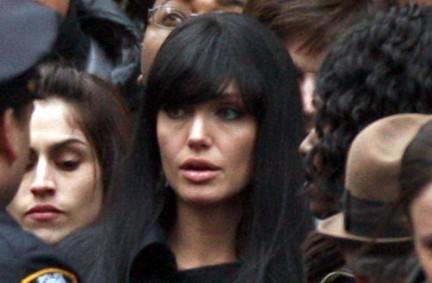 Nuove immagini di Salt, Angelina two-face!