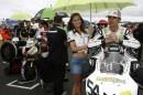 Tutte le foto delle ragazze che portano l'ombrello ai piloti del Motomondiale!