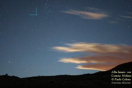 Fotografia della cometa Holmes nell'alba lunare