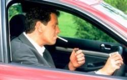 fumare al volante