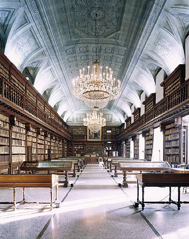 Ecco le foto di alcune delle sale di lettura più belle, antiche, affascinanti, ricche di storia, oppure moderne e spettacolari per la loro architettura