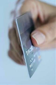 porgere la carta di credito