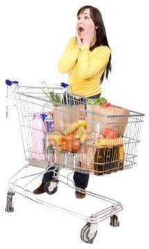 donna e carrello della spesa
