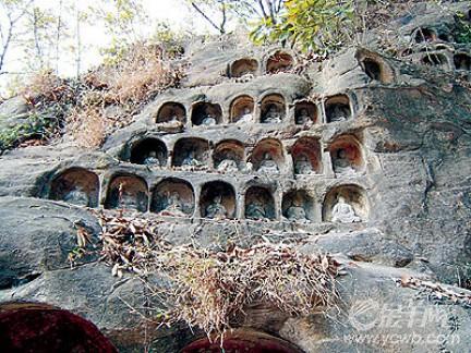 Visione d'insieme della Rupe dei Mille Buddha- Tempio Qixia- Nanchino