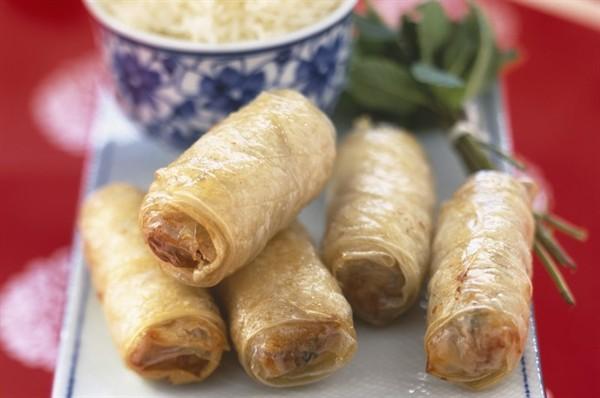 Ricette cinesi gli involtini primavera 2 3 for Piatti tipici cinesi
