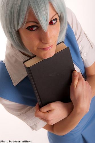 Ecco un bellissimo cosplay di Rei Ayanami da Evangelion!