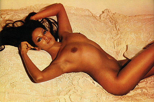 immagini della sexy attrice Zeudi Araya
