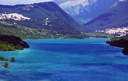 Un lago limpido nel Parco d' Abruzzo, Lazio e Molise