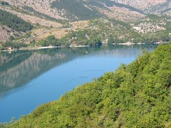 il lago è a forma di otre