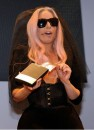 Lady Gaga rilancia la Polaroid