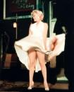 La figura di Marilyn è mitica e quindi non consegnata Alla Storia, ma è intorno a noi tutt'ora