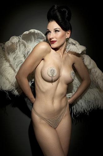 Foto di Cesare Cicardini. Un corso per imparare a fotografare l'aspetto ironico dell'erotismo