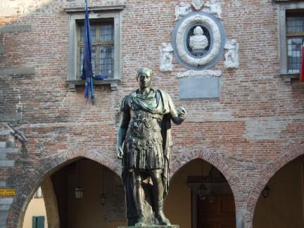 Cividale del friuli storia arte e aperitivi for Piazza del friuli