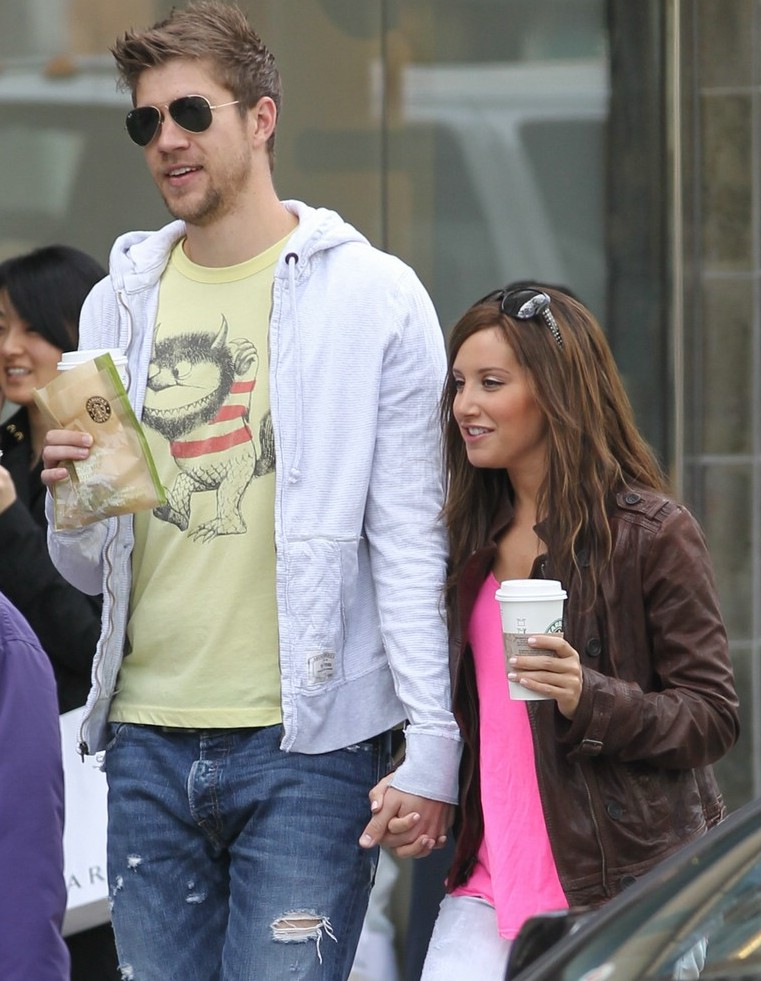Ashley Tisdale: a spasso con Scott Speer