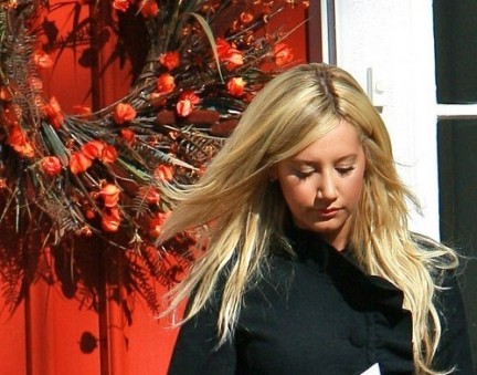 Ashley Tisdale: lo shopping di Natale