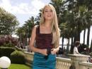 Martina Stella parla a sproposito a Cannes