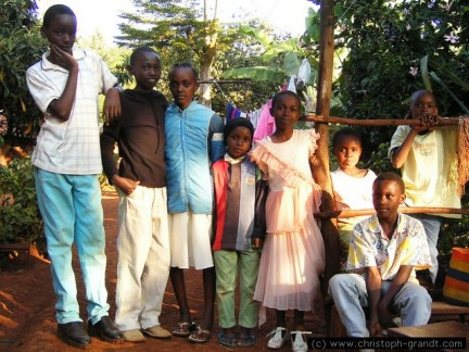 gruppo di bambini (watoto) kikuyu a Thika