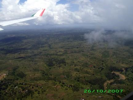 La savana vista dall'aereo vicino a mombasa