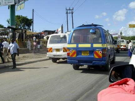 Matatu in fila a Mombasa