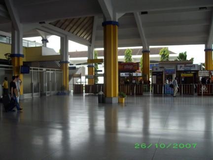 interno dell'aeroporto di Mombasa