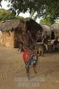ragazzo Giriama nella tradizionale danza