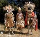 Kikuyu che danzano nel loro tradizionale costume