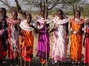 ragazze Maasai nei pressi del lago Magadi