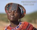 ragazza Samburu intenta a danzare