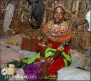 donna Samburu nella sua capanna