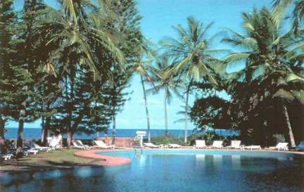 la piscina con vista sull'oceano