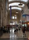 8 - Stazione Centrale - un'affollata galleria dei treni