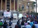 Lezione in piazza Verdi davanti al Teatro Massimo