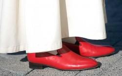 Le scarpe rosse del Papa