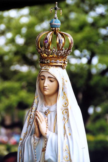 Statua della Madonna a Fatima con il proiettile di Giovanni Paolo II incastonato nella corona