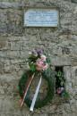 Una lapide in ricordo dei partigiani uccisi
