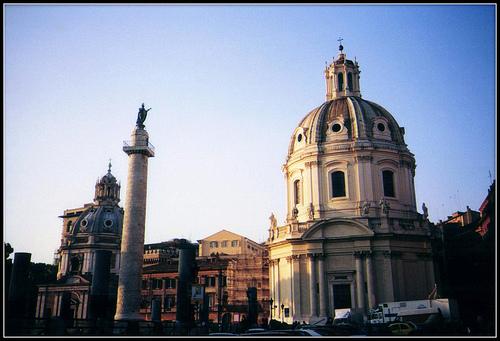 Colonna Traiana e Chiesa Santa Maria di Loreto