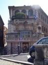 La facciata di Palazzo Borghese sulle rive del Tevere
