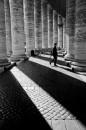Ombre del colonnato della Basilica di San Pietro