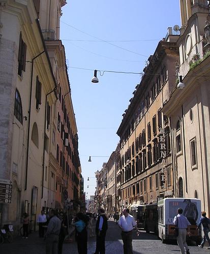 Raggi di sole in via del Corso