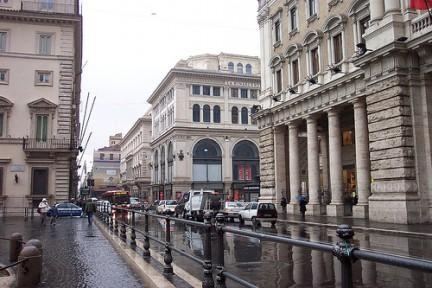 VIa del Corso in un giorno di pioggia